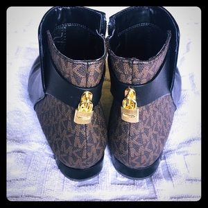 MK ankle boot